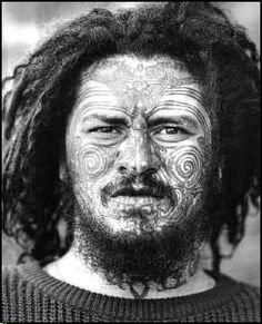 The origin of tattoos comes from Maori culture, the true Moko Maori is reserve… Maori Tattoos, Maori Tattoo Designs, Body Tattoos, Polynesian People, Polynesian Art, We Are The World, People Of The World, Sunflower Tattoo Small, Maori People