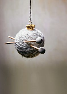 Knitting Patterns Christmas Christmas tree decoration for knit fans: mini knit set How To Make Christmas Tree, Diy Christmas Ornaments, Christmas And New Year, Christmas Tree Decorations, Holiday Decor, Knitting Kits, Christmas Knitting, Yule, Diy And Crafts