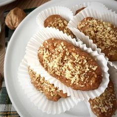 These deliciously spiced, honey soaked, walnut topped Greek cookies just melt in your mouth. Greek Recipes, Indian Food Recipes, Fall Recipes, Greek Cookies, Greek Sweets, Greek Desserts, Freshly Squeezed Orange Juice, Garlic Recipes, Shaped Cookie