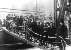 Bundesarchiv Bild 183-S69279, London, Ankunft jüdische Flüchtlinge - Kindertransport - Wikipedia, the free encyclopedia