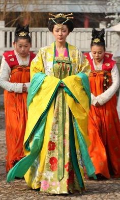 Ancient Chinese Tang Dynasty Princess Clothing and Headpiece Complete Set