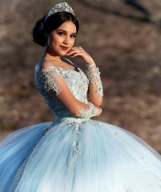 Rich assembled quinceanera dress look at this website Pretty Quinceanera Dresses, Pretty Prom Dresses, Sweet 16 Dresses, Blue Wedding Dresses, Quinceanera Ideas, Xv Dresses, Quince Dresses, Prince Héritier, Quinceanera Photography