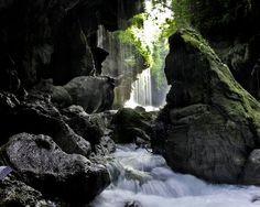 Green Canyon yang eksotis dan memang sangat hijau menyegarkan. (c) travelingguideinfo.com