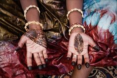 Henna has been a part of West African culture for at least a thousand years. While it is likely that henna has been growing in North Africa as early as the Roman period, the oldest record that we h… Wedding Henna Designs, Henna Tattoo Designs, Mehndi Designs, Henna Mehndi, Henna Art, West Africa, North Africa, Henna Inspired Tattoos, African Image