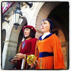 La Guisla i l'Ulderich. Els gegants de la Geltrú. Cami, Medieval, Dresses, Fashion, Culture, Vestidos, Moda, Fashion Styles, Mid Century