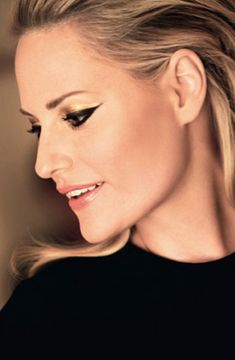 golden cat eye / an elegant twist on the classic winged liner #beautiful