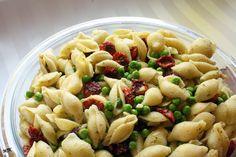 Melissa's Cuisine: Pesto Pasta with Peas and Sundried Tomatoes