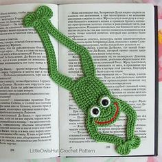 061 Frog Bookmark or decor - Amigurumi Crochet Pattern - PDF file by Zabelina Etsy Crochet Frog, Cute Crochet, Crochet Motif, Crochet Flowers, Crochet Stitches, Knit Crochet, Crochet Bookmark Pattern, Crochet Bookmarks, Crochet Books