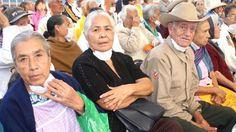 México experimenta una profunda transformación demográfica, en la que se destaca que junto con el envejecimiento acelerado de su población vive también un proceso de feminización del envejecimiento, lo cual plantea serias disyuntivas para la atención de este sector de la población. Ante esto, el Instituto Nacional de las Personas Adultas Mayores (Inapam) promueve programas …