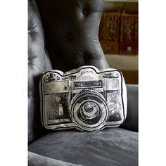 For photo lovers, the Classic Camera Pillow is an absolute must have. The text 'Just say cheese' adorns the front of the pillow, and the neutral color of the cushion ensures it fits in every decor.