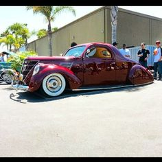 My friends gorgeous 37 Lincoln at the Legacy car show in Costa Mesa. @daybbed_