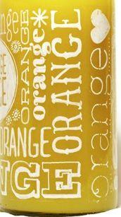 Composant: le décor: la bouteille cherche à faire ancienne, authentique ce qui constitue une marque de savoir faire, d'expertise que met en avant la marque. Cependant, les inscriptions situés partout sur la bouteille ont pour effet de modernisé l'aspect général du jus d'orange. On note que seul Orange est inscrit sur la bouteille dans différentes polices