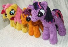 Knit One Awe Some: My Little Pony: Friendship is Magic - school-age ponies [I'm not making these for my friend's kid...]