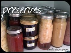 smallthingsbynona: preserving pears with the fowlers system Real Food Recipes, Cooking Recipes, Preserving Food, Fruit And Veg, Convenience Food, Preserves, Pears, Favorite Recipes, Homemade