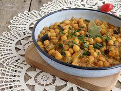 Вкуснотека: Веган яхния с нахут, патладжан, тиквичка и къри