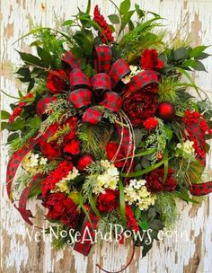 Christmas Wreaths Portfolio - Professional Wreath Designs Pool Noodle Christmas Wreath, Christmas Mesh Wreaths, Diy Fall Wreath, Christmas Ribbon, Diy Christmas Tree, Wreath Crafts, Winter Wreaths, Ribbon Wreaths, Xmas Trees
