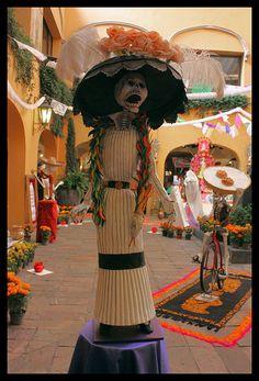 Ofrenda Día de Muertos Plaza del Angel by Diego Uriarte, via Flickr