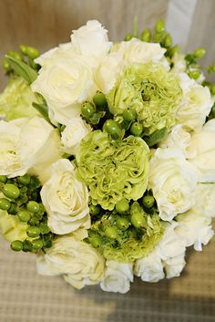 green + white bouquet /// #green #white #bouquet #flowers #wedding #bride