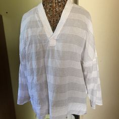 V neck loose fit top Excellent condition only worn one time GAP Tops Blouses