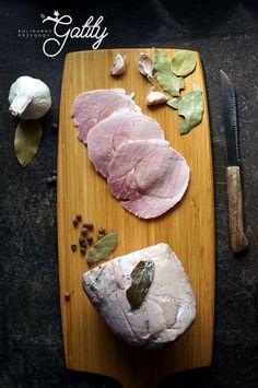 Ziołowa szynka z szynkowara | Kulinarne przygody Gatity - przepisy pełne smaku Smoking Meat, Butcher Block Cutting Board, Sausage, Food, Sausages, Essen, Meals, Yemek, Eten