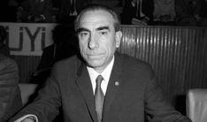 Alparslan Türkeş, Türkiye'yi Türkiye yapan kıymetli insanlardan biridir. Rahmetli Başbuğ olmasaydı, Allah korusun tüm ülke komünizme teslim olurdu. (Adnan Oktar; 27 Nisan 2018)
