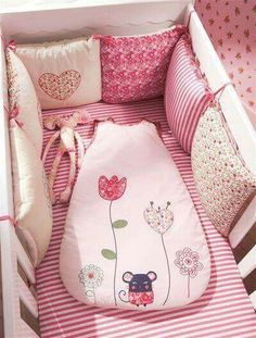 Diy baby pillow case sleeping bags Ideas for 2019 The Babys, Quilt Baby, Cot Bumper, Diy Bebe, Patchwork Baby, Baby Pillows, Baby Bedroom, Baby Crafts, Baby Sewing