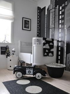 black & white toddler room. Wow, I am in love with this theme!