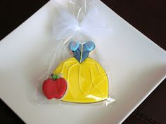 Snow White and the apple cookies SugarBliss Cookies Cookies For Kids, Fancy Cookies, Cute Cookies, Cupcake Cookies, Apple Cookies, Iced Cookies, Biscuit Cookies, Sugar Cookies, Cartoon Cookie