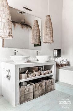 Waschschüssel, Waschtisch, Lampen!