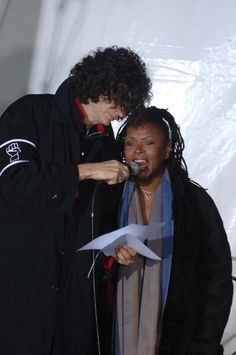 Robin Quivers and Howard Stern s last terrestrial radio broadcast in 2005.  <3<3
