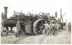 Thrashing Rig with Steam Engine near Bartlett, ND - From the photo album of Victoria Schroeder. Antique Tractors, Vintage Tractors, Old Tractors, Vintage Farm, Steam Tractor, Gas Turbine, Retro Pictures, Classic Tractor, Dust Bowl