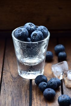 Frozen blueberries and chilled vodka Fruit And Veg, Fresh Fruit, Fruits And Veggies, Vegetables, Dark Food Photography, Blueberry Fruit, Frozen Blueberries, Raw Food Recipes, Food Styling