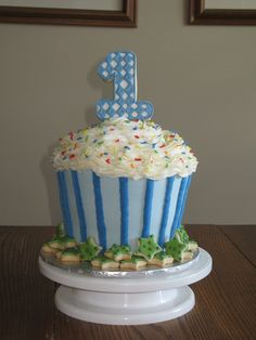 @Brandy  doesn't every 1 year old need that much cake??  Cupcake Cake Boys 1st Birthday