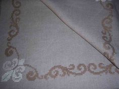Creazioni di ricamo - FRANCOBOLLI DI RICAMI Bargello Needlepoint, Ribbon Embroidery, Elsa, Handmade, Role Models, Strands, Tablecloths, Needlepoint, Dots