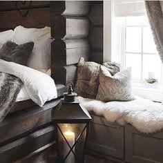 Cabin Homes, Log Homes, Bedroom Inspo, Home Decor Bedroom, Weekend Cottages, Best Interior, Interior Design, Cosy Corner, Creole Cottage