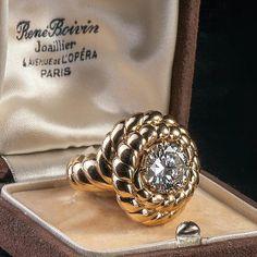 RENE BOIVIN. BAGUE en or jaune 18K ornée d'un diamant de 3,81 carats demi taille en serti griffe, incrusté dans un décor de corde enroulée. Travail des années 40-50. Provenance : Princes de la Tour d'Auvergne