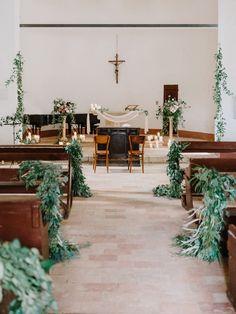 Photography: http://www.gianlucaadovasio.it/   Venue: http://monteverdituscany.com/   Read More: https://www.stylemepretty.com/2018/01/15/romantic-tuscan-wedding/