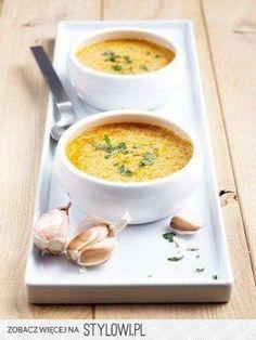 Hiszpańska zupa czosnkowa 1 główka czosnku 2…