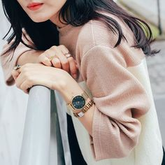 Delicate yet classy: @clusewatches fits perfectly in this stylish combination.