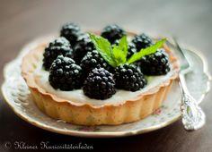 Kleiner Kuriositätenladen: Brombeer-Tartelettes mit Zitronen-Ricotta-Creme