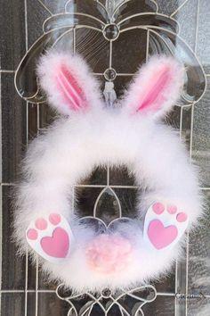 Fluffy Easter Bunny Wreath in under 30 minutes! How to make a Fluffy Easter Bunny Wreath in under 30 minutes!How to make a Fluffy Easter Bunny Wreath in under 30 minutes! Wreath Crafts, Diy Wreath, Wreath Ideas, Spring Crafts, Holiday Crafts, Diy Osterschmuck, Easy Diy, Simple Diy, Diy Ostern
