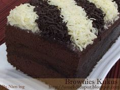 Umek di Dapur: Brownies Kukus Brownie Recipes, Cake Recipes, Prawn Noodle Recipes, Brownies Kukus, Brownie Cake, Indonesian Food, Chocolate Cake, Food And Drink, Cooking Recipes