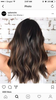 17 Stunning Examples of Balayage Dark Hair Color - Style My Hairs Brown Hair Balayage, Hair Color Balayage, Hair Highlights, Ombre Hair, Partial Balayage Brunettes, Subtle Balayage Brunette, Medium Hair Styles, Curly Hair Styles, Brown Hair Colors