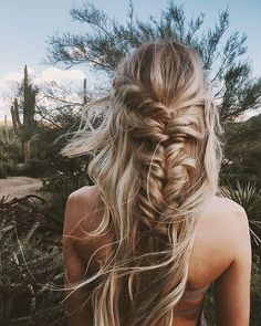 Braided hairstyles are quite popular nowadays. It looks charming and luscious. To get a funky look it's possible to carry these braided hairstyles. Bohemian Hairstyles, Summer Hairstyles, Messy Hairstyles, Pretty Hairstyles, Hairstyle Ideas, Fishtail Braid Hairstyles, French Hairstyles, Wedding Hairstyles, Style Hairstyle