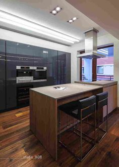 Contemporary Kitchen Design (Benefits and Types of Kitchen Style) Contemporary Small Kitchens, Contemporary Kitchen Interior, Contemporary Kitchen Backsplash, Contemporary Apartment, Zeitgenössisches Apartment, Apartment Design, Kitchen Design Open, Kitchen Cabinet Design, Interior Design Tips