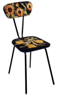 Encore plus original: le mobilier décoré avec de la tapisserie.