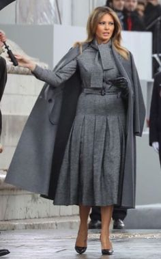 First Lady Fashion Melania Trump in Paris November 2018 Milania Trump Style, Melania Knauss Trump, Malania Trump, Donald And Melania, Belle Silhouette, First Lady Melania Trump, Office Fashion, Classy Women, Office Outfits