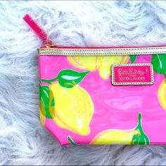 Lilly Pulitzer lemon print makeup bag Super chic Lilly Pulitzer for Estée Lauder lemon print makeup bag. The perfect bag to throw your makeup essentials in when you're on the go. Easily cleans up and roomy! Brand new never used! Lilly Pulitzer Bags Cosmetic Bags & Cases