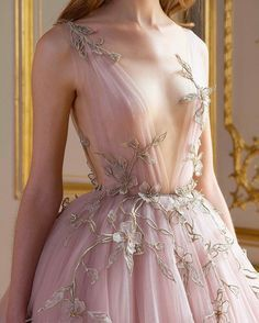 Detail at Paolo Sebastian Fall-Winter 2017 Haute Couture. Stunning Dresses, Beautiful Gowns, Pretty Dresses, Beautiful Outfits, Beautiful Gorgeous, Evening Dresses, Prom Dresses, Wedding Dresses, Wedding Shoes