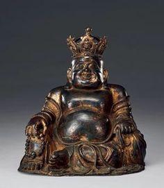 """铜胎漆金带冠弥勒佛 创作年代 清 尺寸 高31.5cm 估价 3,000,000 - 5,000,000 JPY 作品分类 佛教文物其它 作品描述 此尊弥勒佛头戴五佛冠,方头大耳,慈眉善目,仰天大笑,尽显逍遥自在之本色。跣足屈膝,游戏而坐,左手持佛珠,右手揣布袋,谓之""""布袋和尚""""。见其袒胸露腹,腹圆如球,赤足外露,身披袈裟,上饰卷枝莲纹,莲寓清净庄严,愈增禅意韵味。 所谓:""""大肚能容,容天下难容之事。开口便笑,笑天下可笑之人。""""弥勒佛作为中原大乘佛教八大菩萨之一,以超世间的忍辱大行于世,其和蔼可亲的形象深受信众追捧,是慈悲福分之象征。此尊弥勒佛像塑造传神到位,雕琢细致,颇见清代佛造像工艺之精湛,极具感染力。 拍卖公司 株式会社东京中央拍卖 拍卖会 2016春季拍卖 专场名称 古玩珍藏"""